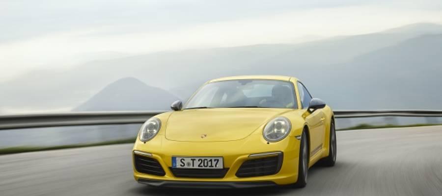 New Porsche 911 Carrera T – Less Weight, More Performance